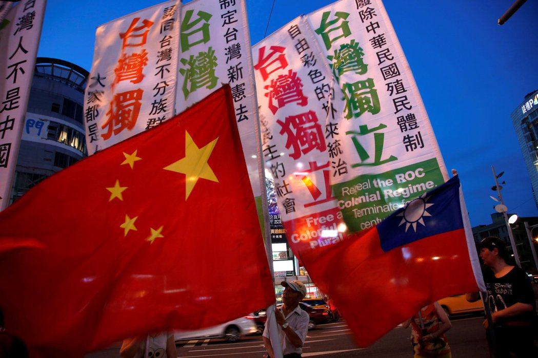 未來百年、千年的台灣,無論是被中共武力統一,或是事實獨立、法理獨立,都不可能地緣獨立。 圖/路透社
