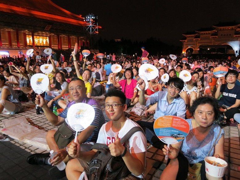 製作單位精心規劃、觀眾滿心期盼的演出活動,因颱風而停演,誰都不樂見。圖為2014...