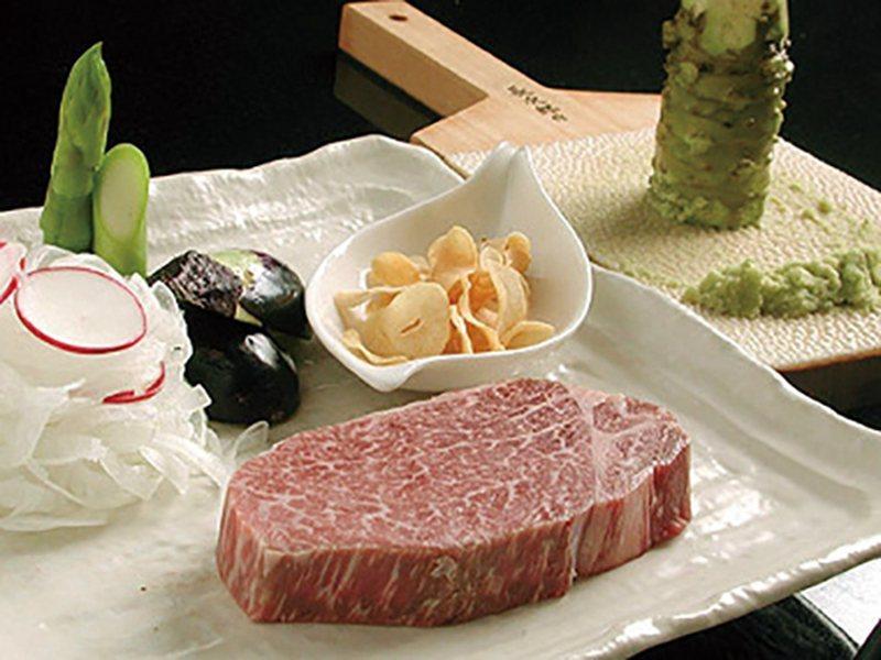神戸牛鉄板焼きランチ(神戶牛鐵板燒午餐)¥3600/高規格的頂級神戶牛鐵板燒店推...