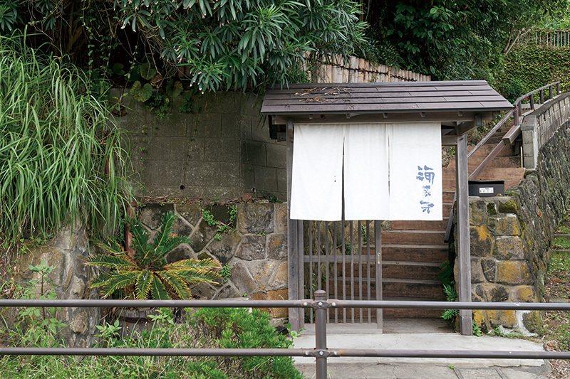 緊鄰江之電軌道的入口暖簾也是日劇中的經典場景。