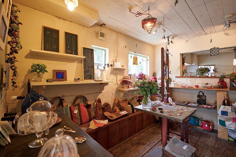 店名「Kika」諧音「季花」,宛如大自然隨著季節綻放出不同花朵一般,店 內展售的...