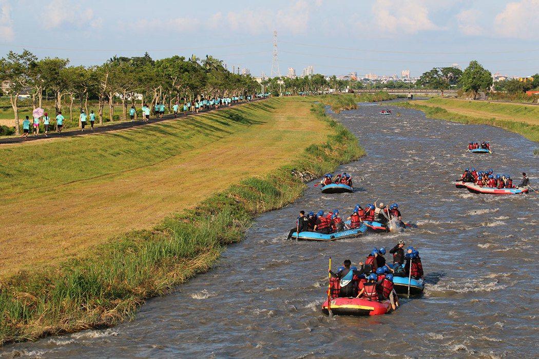 安農溪泛舟漸受遊客喜愛,因為過程既刺激又安全,沿途美景不斷,且一年四季水量穩定。