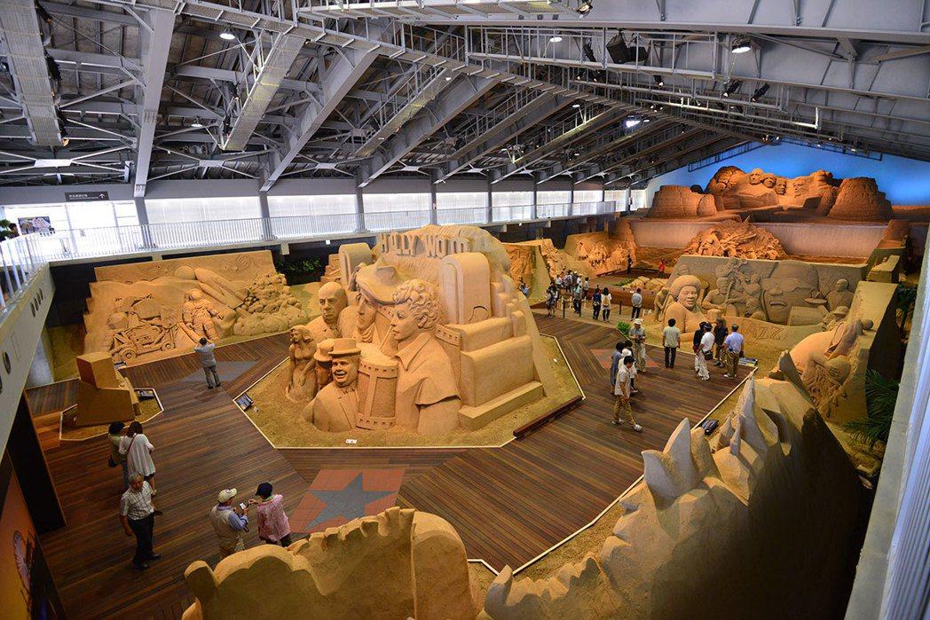 砂丘美術館每年都會更換主題,2017年是10周年慶,主題以沙雕發源地美國為背景。