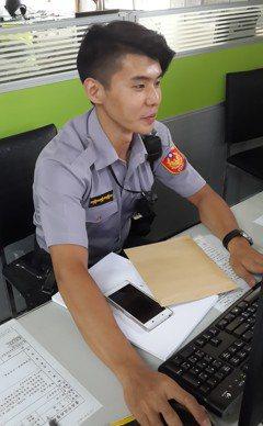 台南型男帥警 清晨巡邏查獲大麻