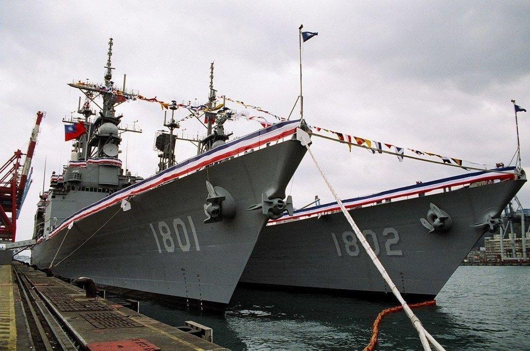 漁船「搶船頭」擦碰基隆軍艦 海軍展開調查