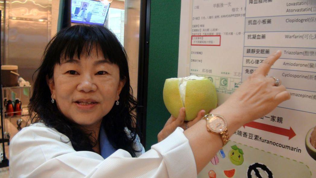 義大醫院藥劑部長項怡平表示,柚子是強力肝臟抑制劑,與很多藥物會發生交互作用,中秋...