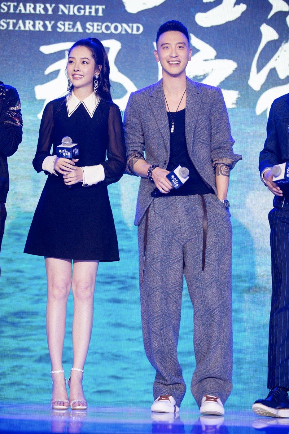 王陽明(右)首度挑戰古裝連續劇演出。圖/金銀帝國提供