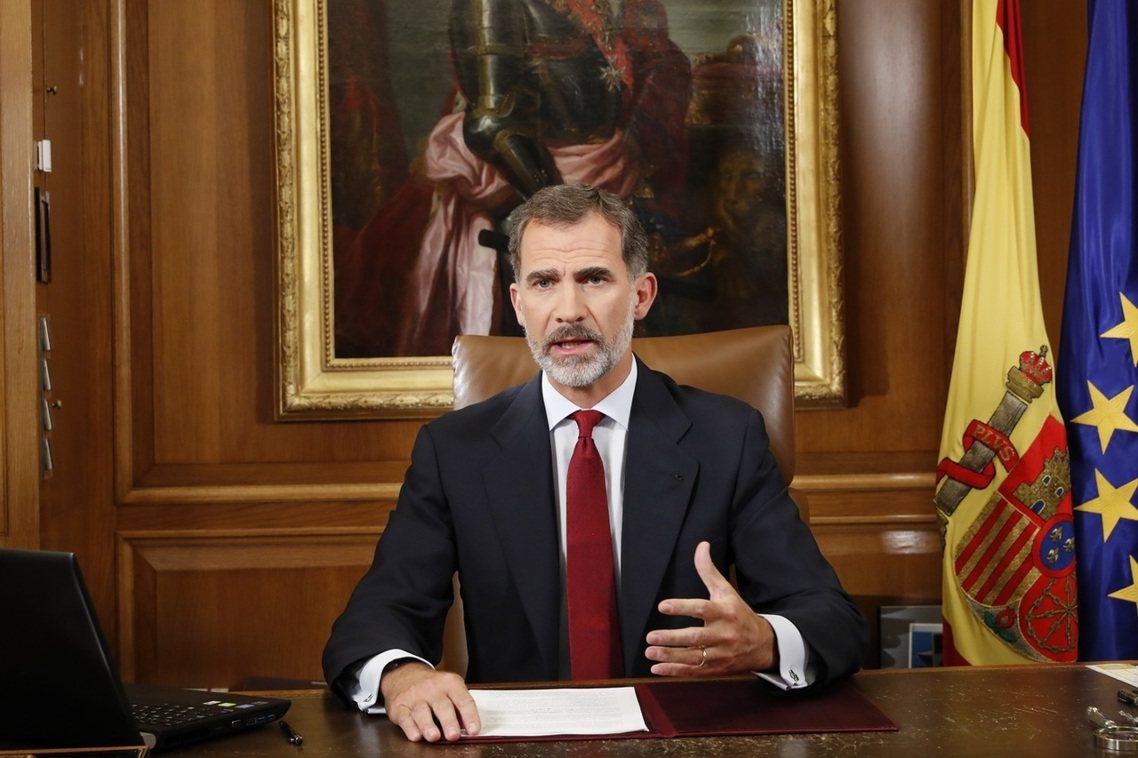 西班牙國王開門見山地表示:西班牙的民主正面臨危機,而這一切即是加泰隆尼亞自治政府...