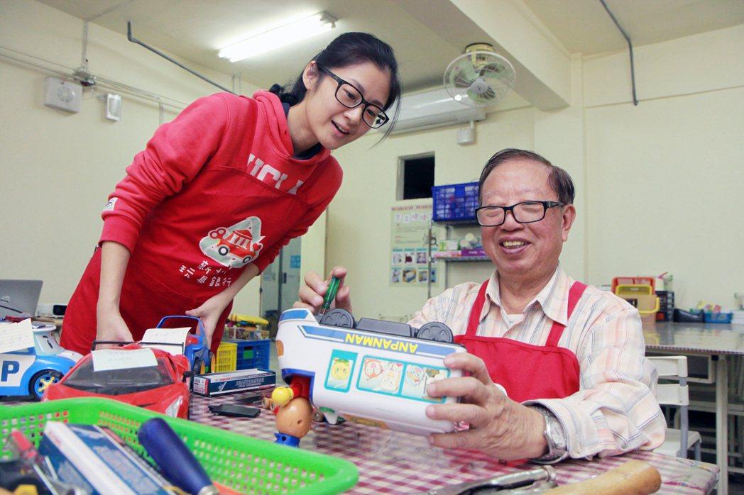 新北市玩具銀行整理二手玩具送給社福機構、社區,為弱勢孩童帶來快樂。 記者王敏旭/...