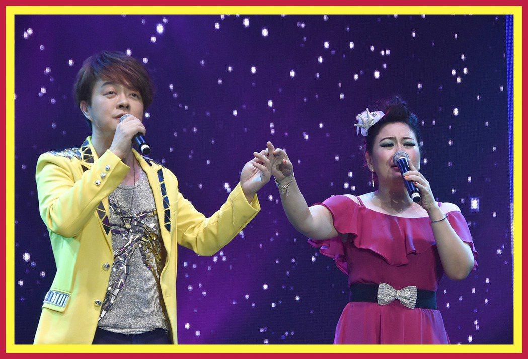 張秀卿和翁立友合唱。圖/新加坡麗星娛樂製作提供