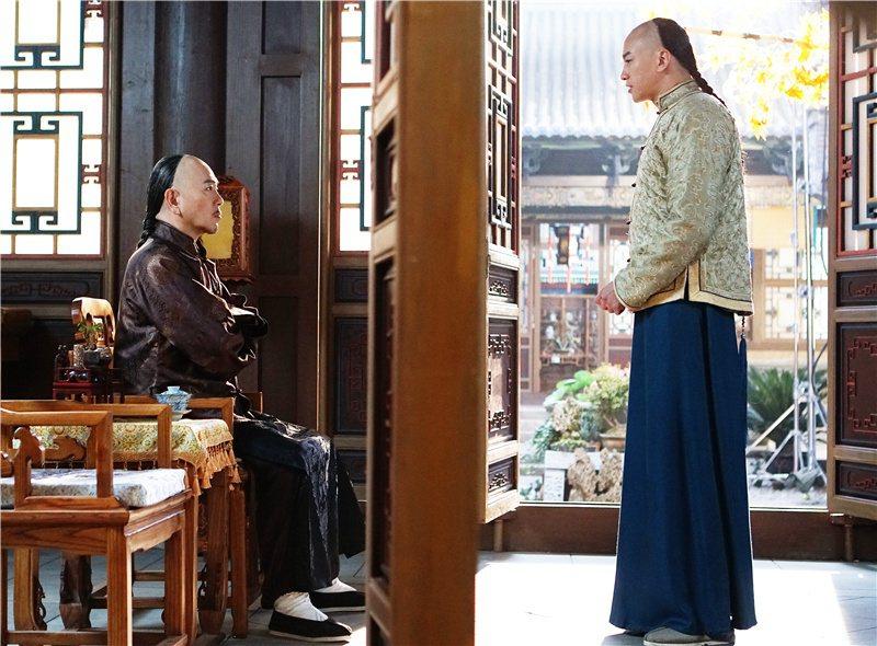 張晨光(左)和何潤東演父子,十分吸睛。  圖/摘自微博