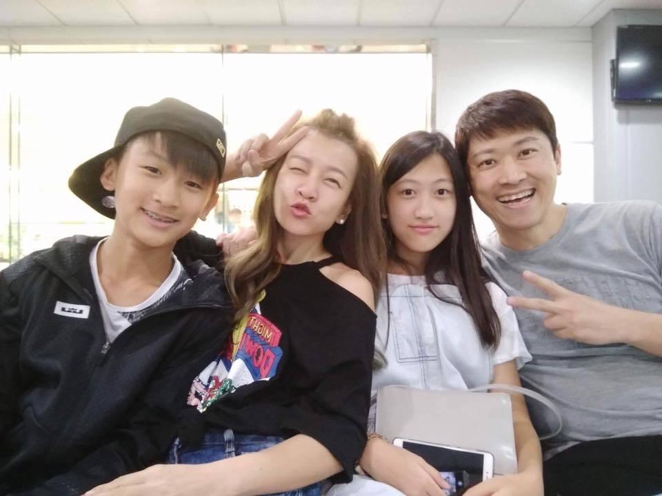 侯昌明帶一家四口到大阪旅遊。圖/摘自曾雅蘭臉書