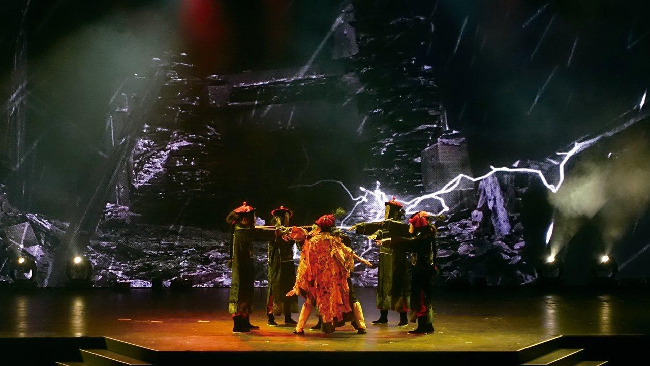 精彩的猛鬼戲院最終回舞台秀。