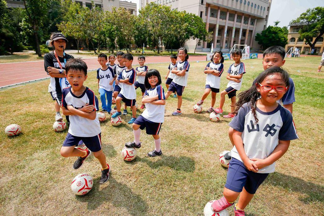 第九屆YAMAHA CUP足球校園巡迴活動來到彰化中山國小。圖/台灣山葉提供