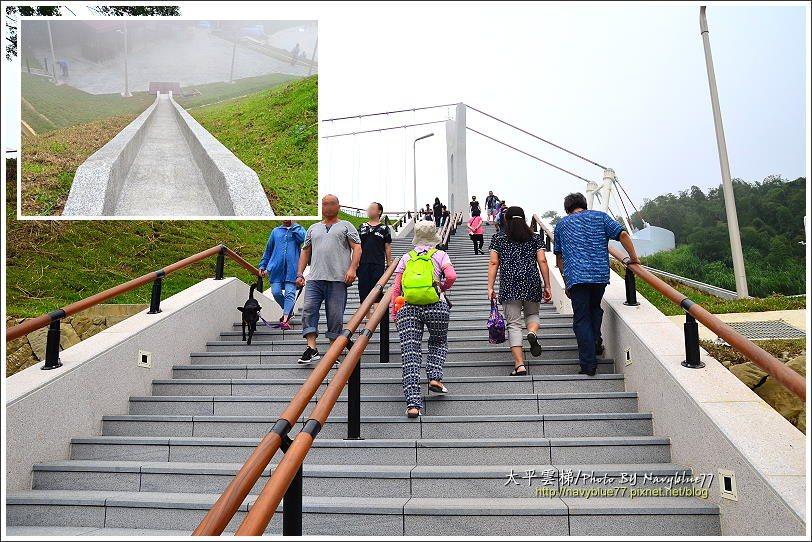 ↑要上雲梯得先爬一段五層樓高的階梯。左上圖是階梯上半段附設的快速疏散滑梯,平時管...