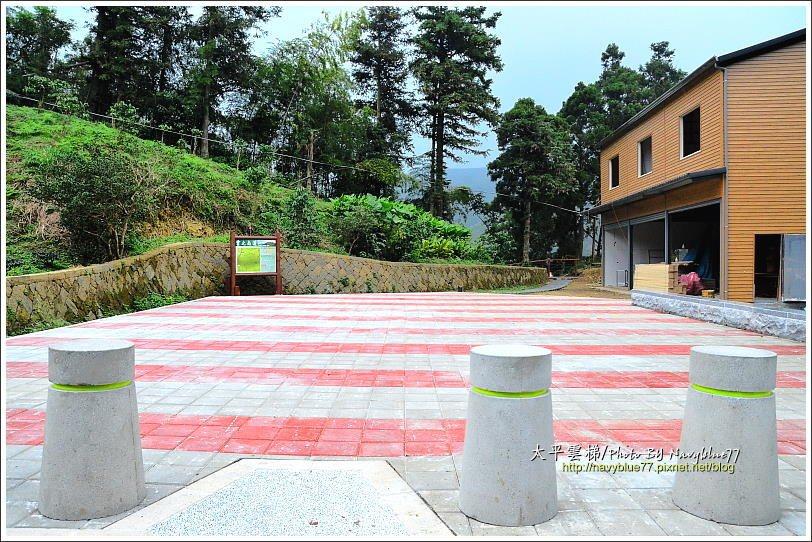 ↑步道出口銜接太平往獨立山的產道,斜對面就是孝子路步道,走完可以再接上太平老街,...