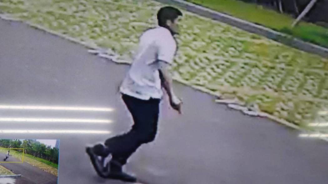新竹縣警方協助新竹地方法院抓人,動員百人次徹夜搜尋,仍未找到人。 圖/警方提供
