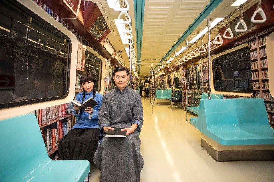 車廂發表有角色扮演,陪大家一起搭捷運。兩廳院表示,之後有可能再規劃相關活動。(提...