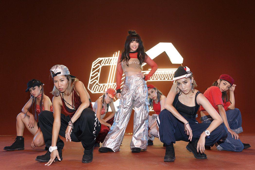 安那新歌MV「蛤」。圖/環球唱片提供