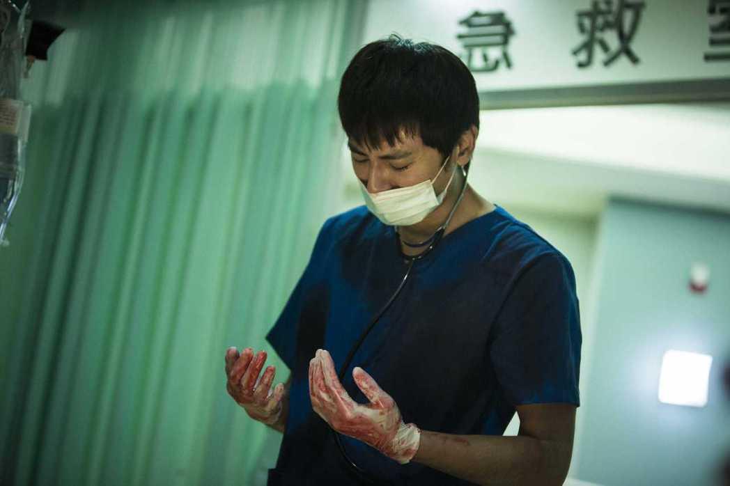 李國毅劇中面臨「死亡之手」。圖/公視提供