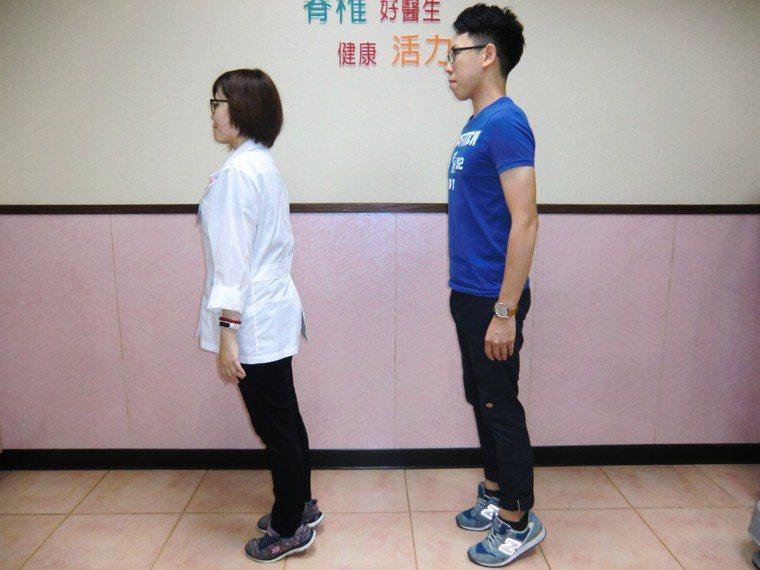 防「足底筋膜炎」第三招「訓練小腿後肌群」,雙腳墊腳尖約3秒,每天做20下,以訓練...