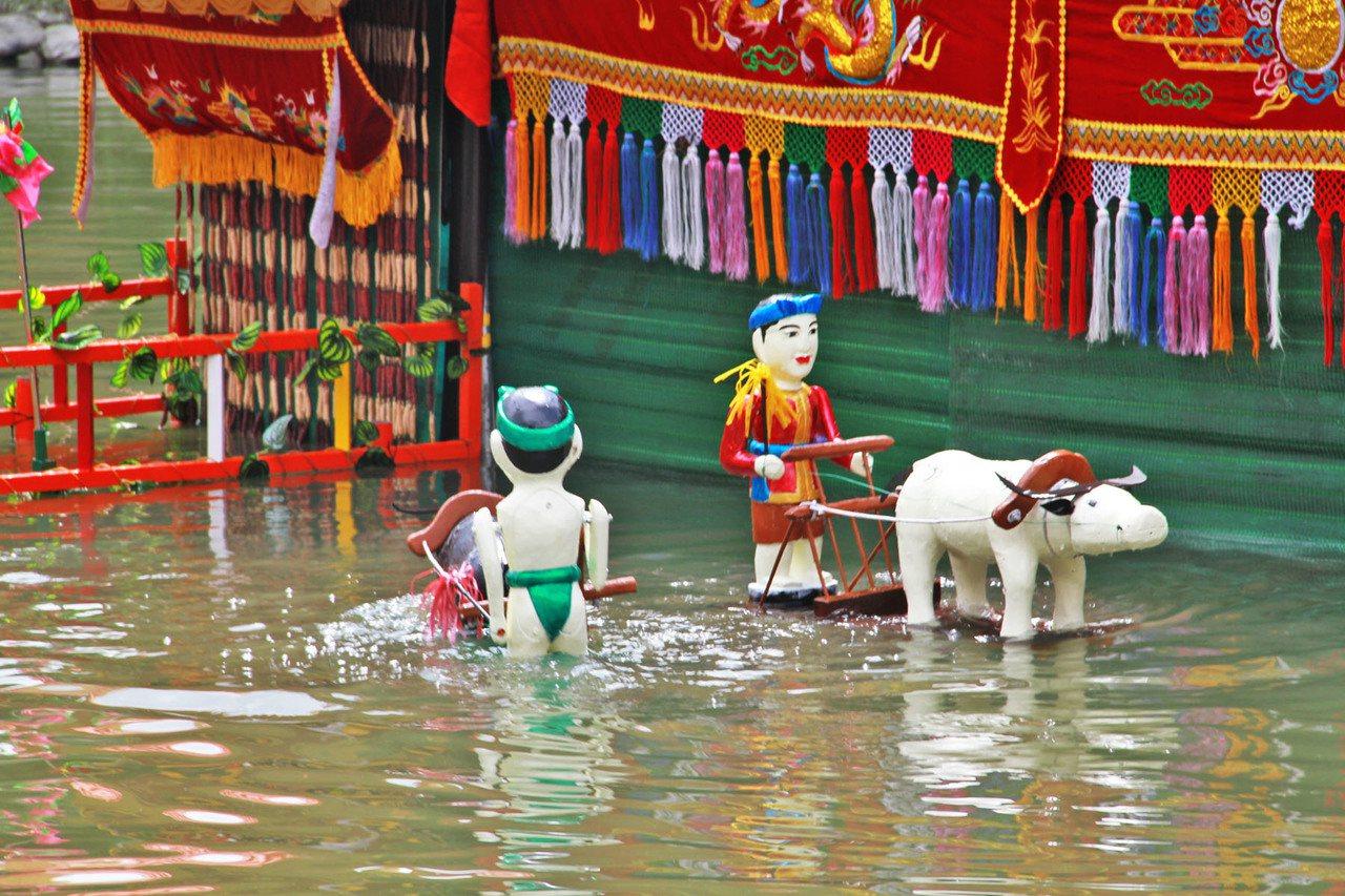 越南金龍水傀儡劇團是胡志明市著名團隊,特別將水傀儡舞台整個原裝從越南海運來台,直...