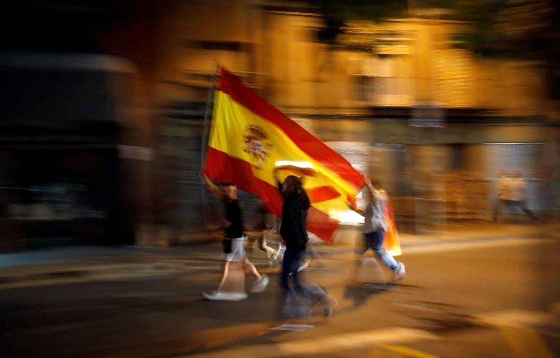 加泰隆尼亞獨派認為,獨立後的加泰隆尼亞,會不會被歐洲孤立還很難說,銀行家們大可不...