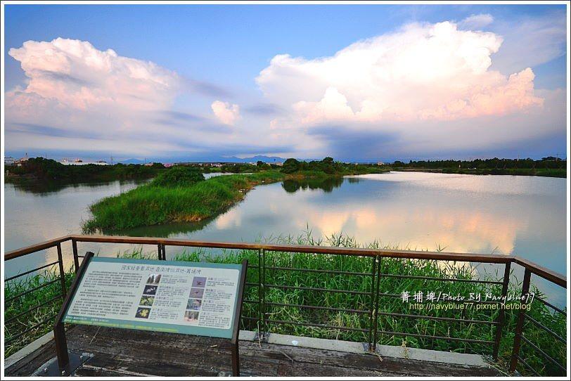 ↑西岸碎石道上設了兩座觀景平台,位於埤西中央的這座景觀最佳。