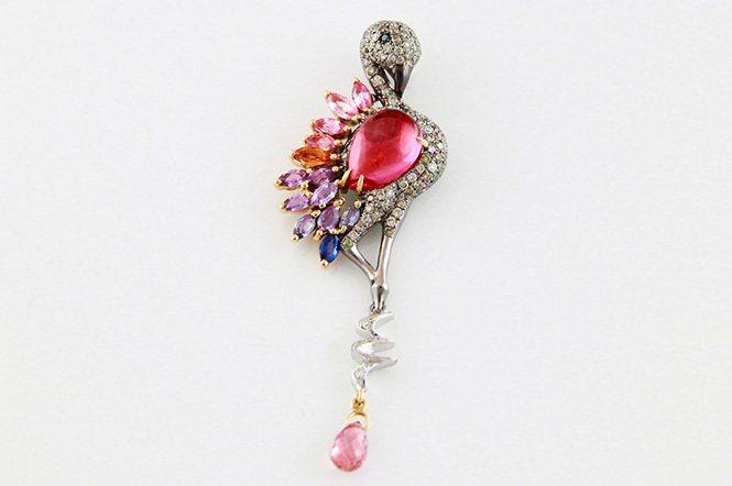 紅鶴之戀。粉紅碧璽、彩色剛玉、鑽石。