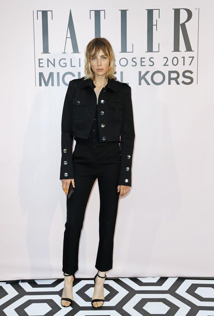 英國超模Edie Campbell的繫帶鞋搭襯得畫龍點睛。圖/MICHAEL K...