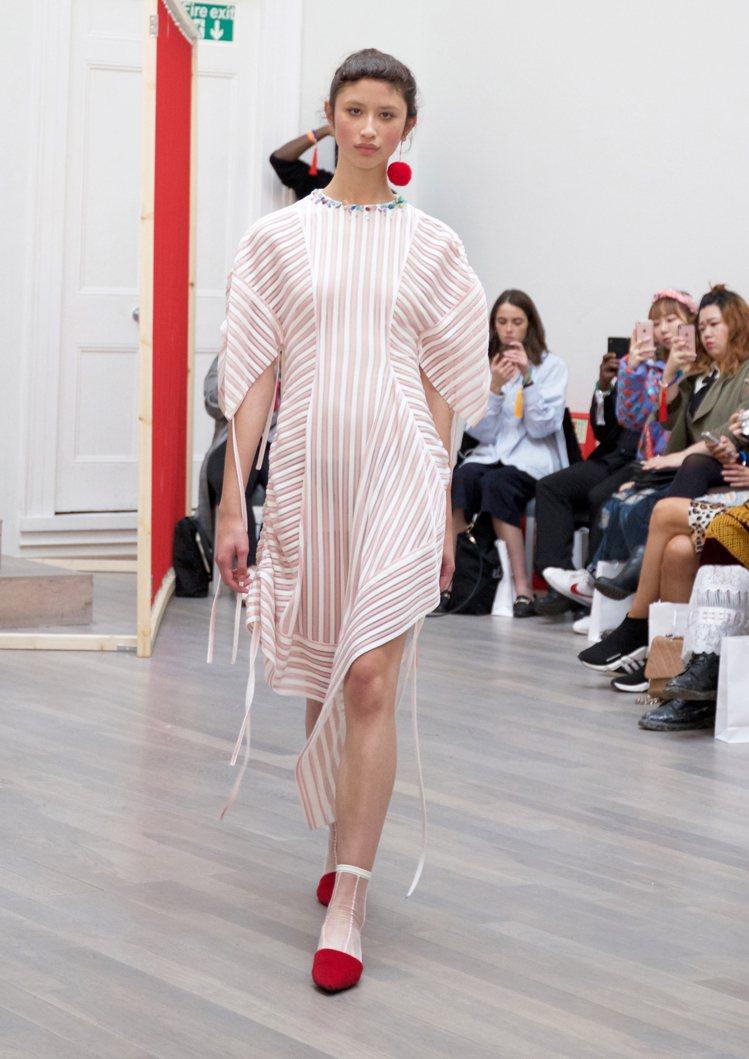 黃薇是史上第一個登上倫敦時裝周官方日程表的台灣設計師。圖/Jamie Wei H...