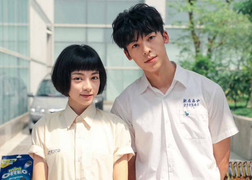 許光漢(右)、姚愛寗在「海吉拉」中有段高中青澀初戀。圖/緯來提供