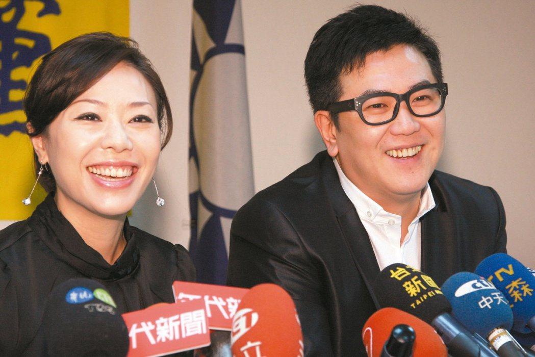 去年李彥秀競選立委期間,侯冠群是妻子的超級助選員。 圖/本報資料照片