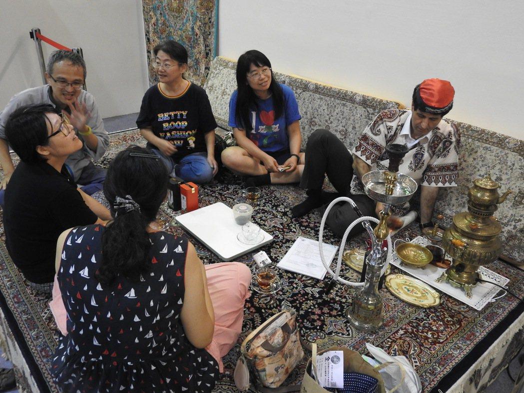 今年茶博會以國際茶文化成最大亮點,除往年的台日韓中,今年連俄、越、波斯都來了。 ...