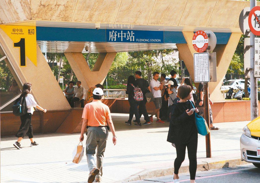 板橋府中生活圈早期為板橋後火車站,為當地最熱鬧商圈。 記者陳瑞源/攝影