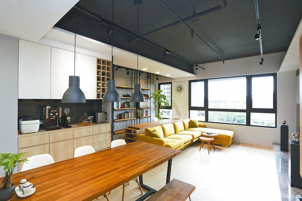 小格局房屋利用大面積的灰、白色為主,搭配天然木皮的色澤,可營造出簡單舒適又清爽的...