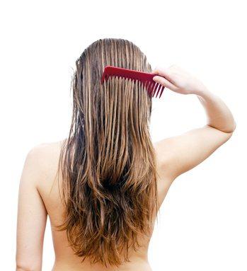 洗髮精的成分到底對身體有沒有害?和桐化學總經理許榮輝表示,雖然研究顯示長期大量接...