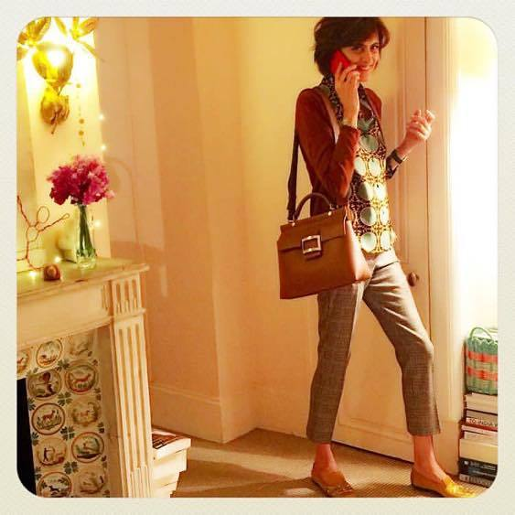 著有《巴黎女人的時尚聖經──超級名模伊內絲.法桑琪的風格心法》的巴黎時尚代表人物Ines de la Fressange,多年來經常配帶一款長方形的腕表。圖/ 擷取自IG @inesdelafressangeofficial