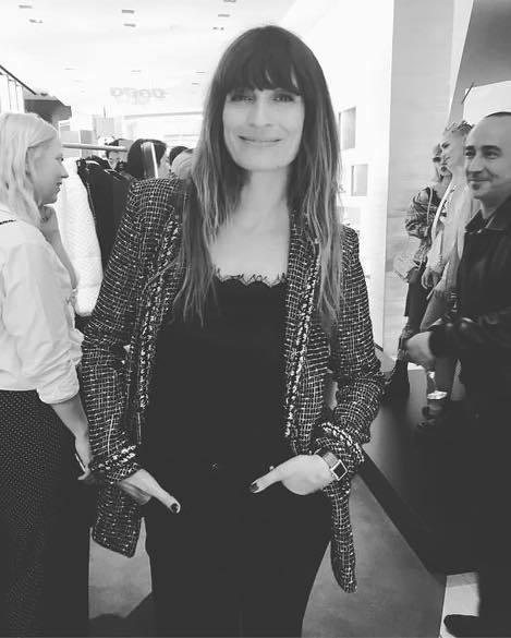 《如何當個巴黎女人:愛情、風格與壞習慣》作者Caroline de Maigret,很少配戴飾品,偶爾參加活動,就是會戴上方長型的手表。圖/ 擷取自IG @yukiuenaka