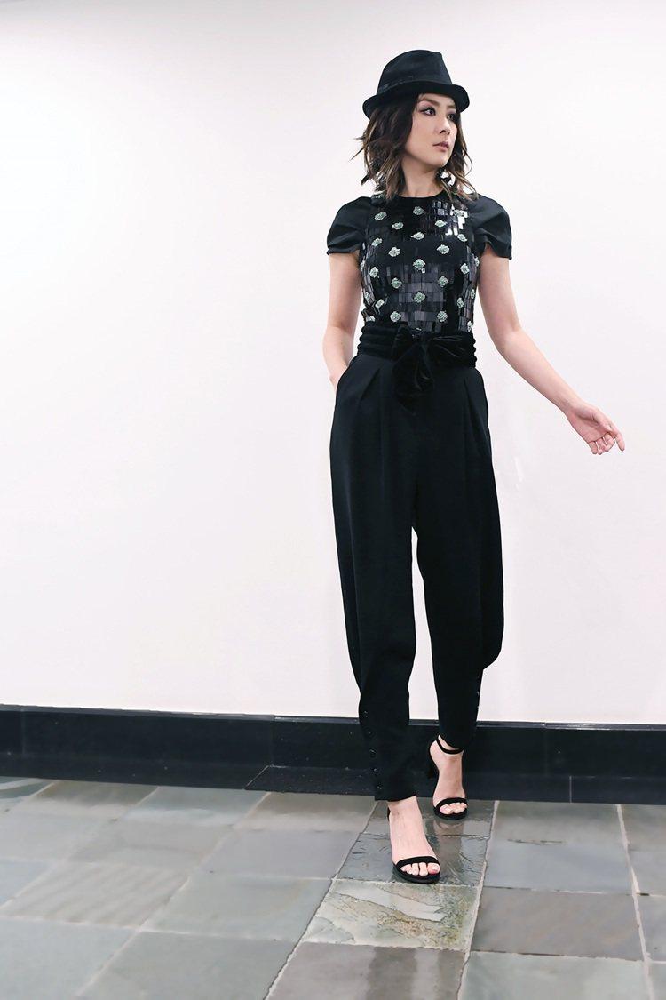 陳慧琳在演唱會以GIORGIO ARMANI黑色褲裝穿出俏皮的華麗舞台裝。圖/G...