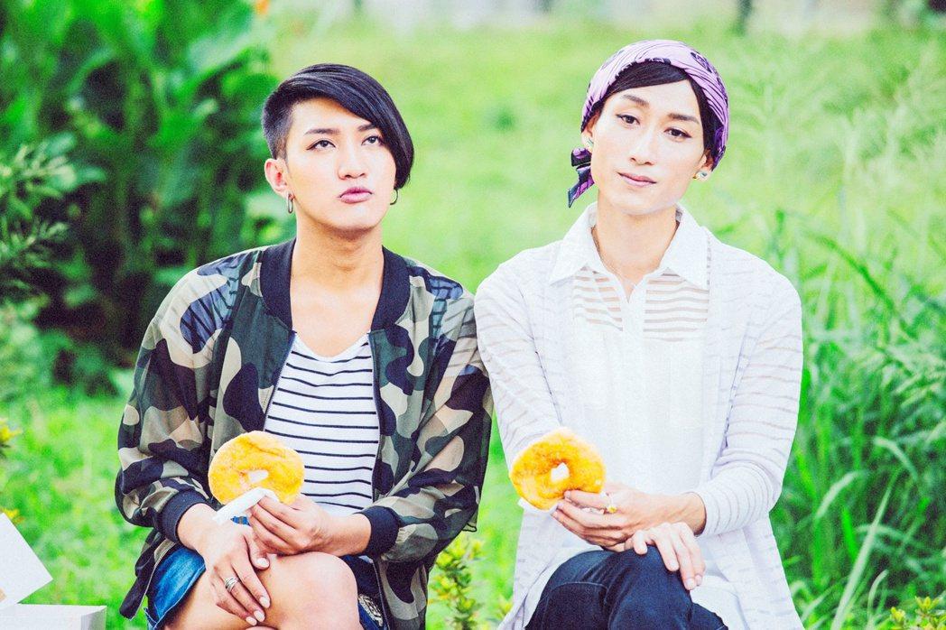陳竹昇(右)以「阿莉芙」入圍金馬獎最佳男配角,左為舞炯恩。圖/海鵬提供