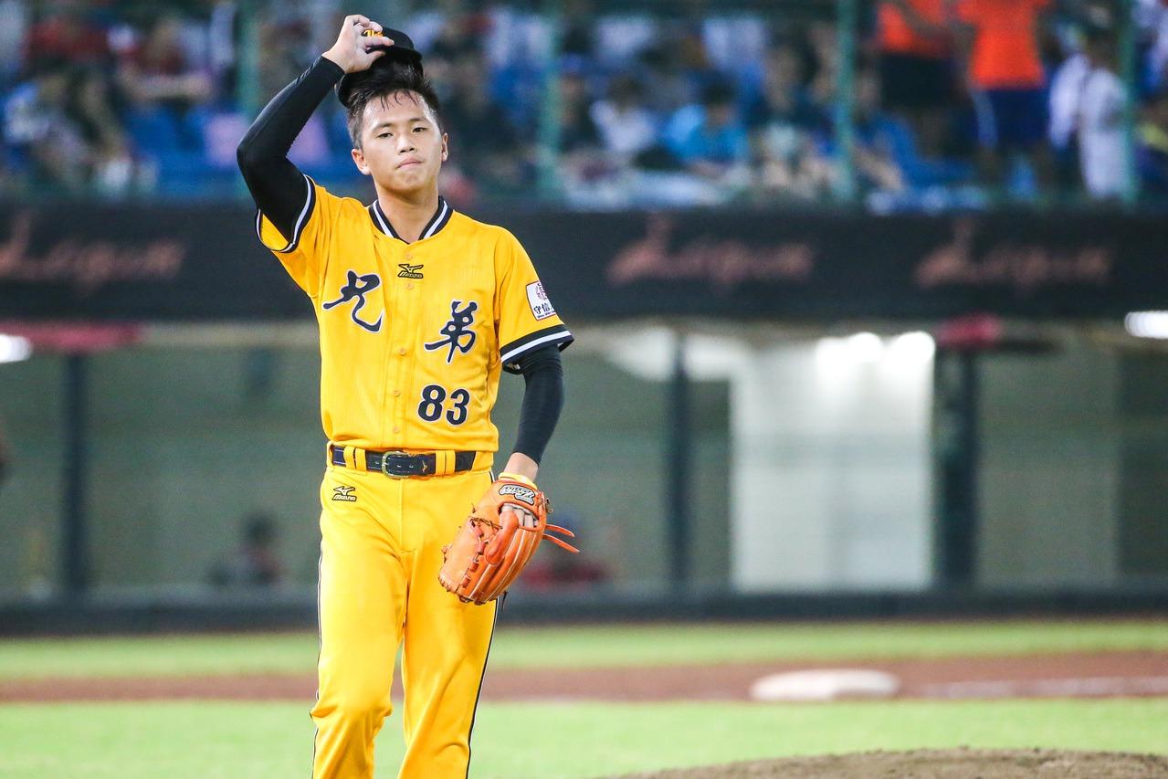 新秀投手陳柏豪則成為中職史上首位18歲就參與總冠軍賽的球員。 聯合報系資料照 記...