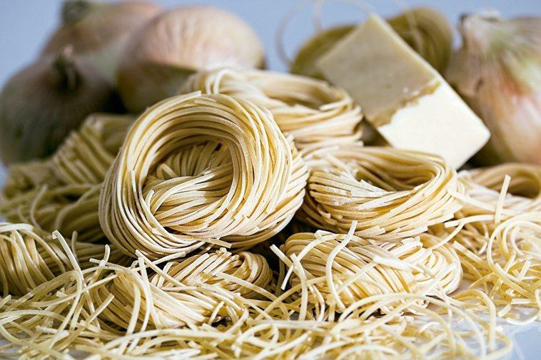 麵製品為了要讓口感Q彈,多會需要添加鹽,特別是愈細的麵條,添加的鹽巴愈多。乾麵條...