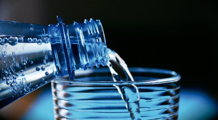 運動時會流失體內的鈉,因此運動飲料會添加鈉作為補充,雖然喝起來甜甜的,但每100...