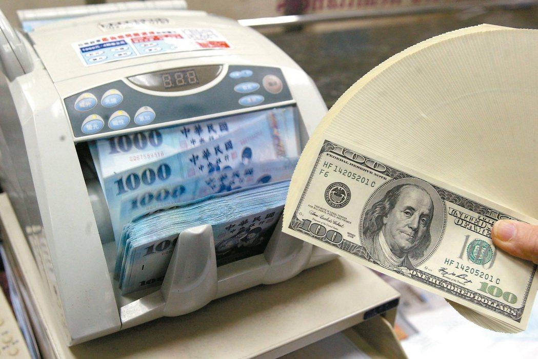 銀行主管說,匯率每天升貶波動,不求買最低、賣最高,只要能找到相對好的進出場時機,...