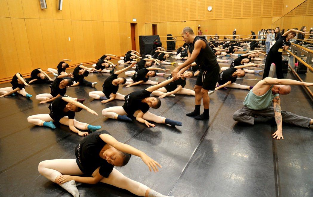 《舞夢巴西》工作坊,最有感的巴西教學。照片/中信文教基金會提供