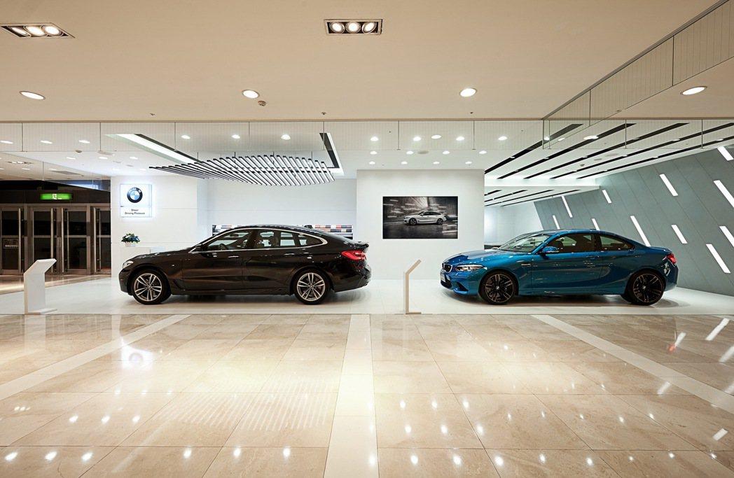 全台首座BMW品牌形象館於9月30日正式在台南新光三越百貨西門店1樓開幕。 圖/...