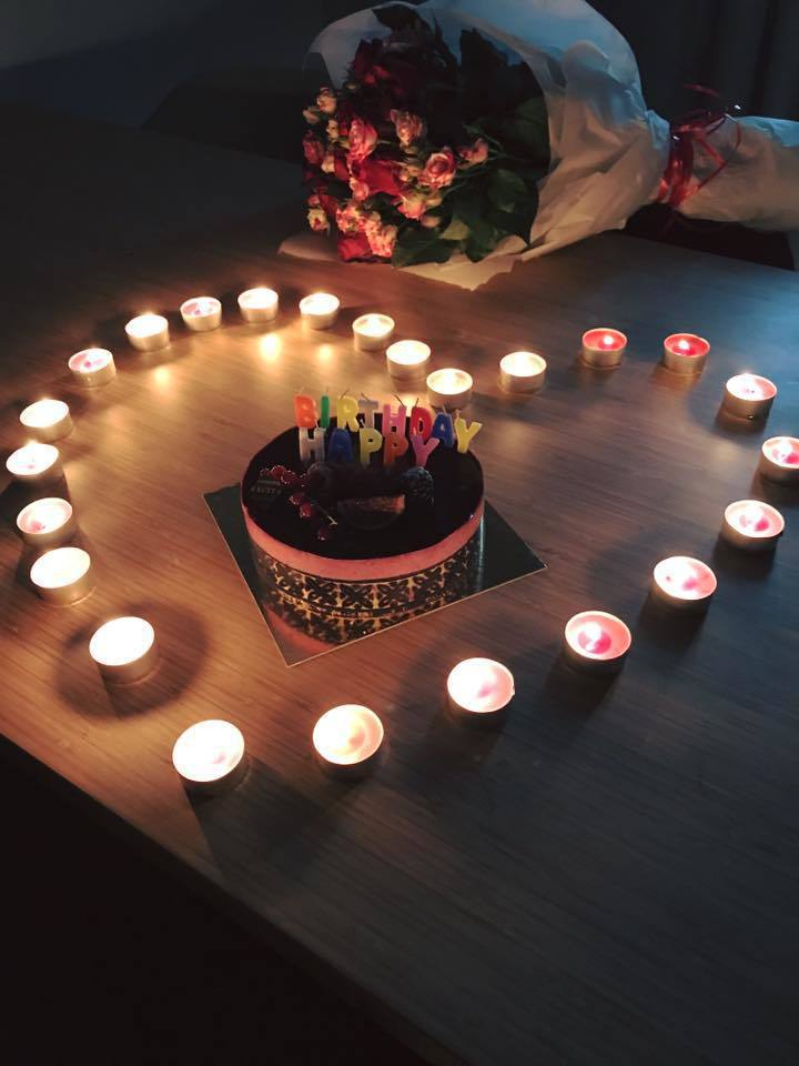 賈靜雯過42歲生日,老公修杰楷精心佈置愛心蠟燭。圖/摘自賈靜雯臉書