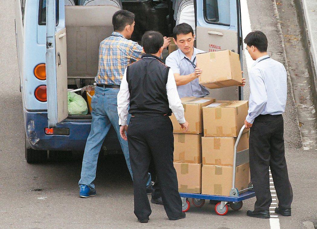 裝箱搬走?馬扁政權交接後,總統府清查發現陳水扁在八年總統任內,發生大量的公文...