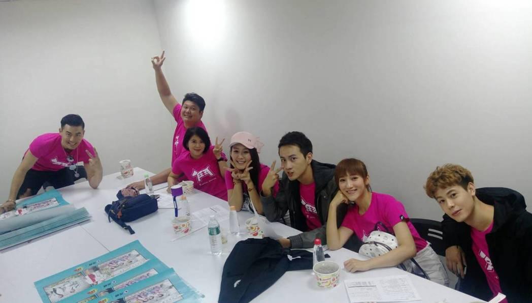 「實習醫師鬥格」余秉諺(左起)、哈孝遠、林柏妤、李又汝、張捷、夏宇禾、Teddy